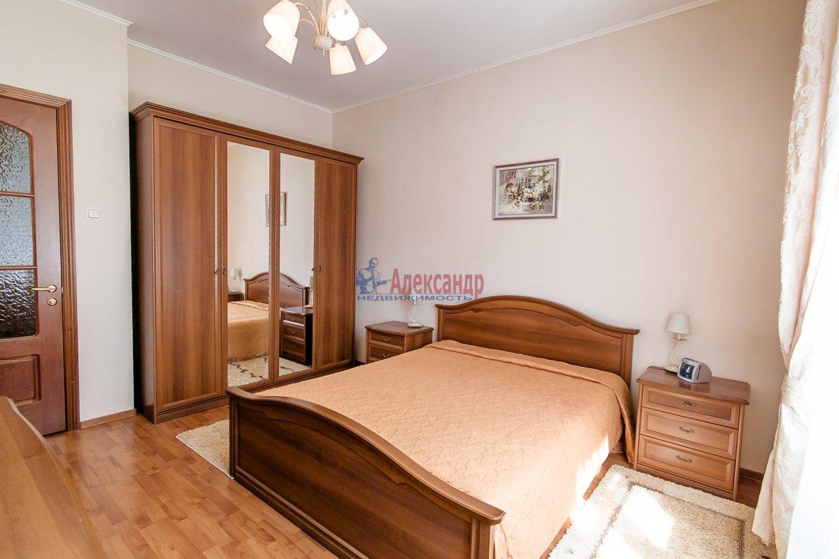 2-комнатная квартира (65м2) в аренду по адресу Алтайская ул., 11— фото 2 из 26