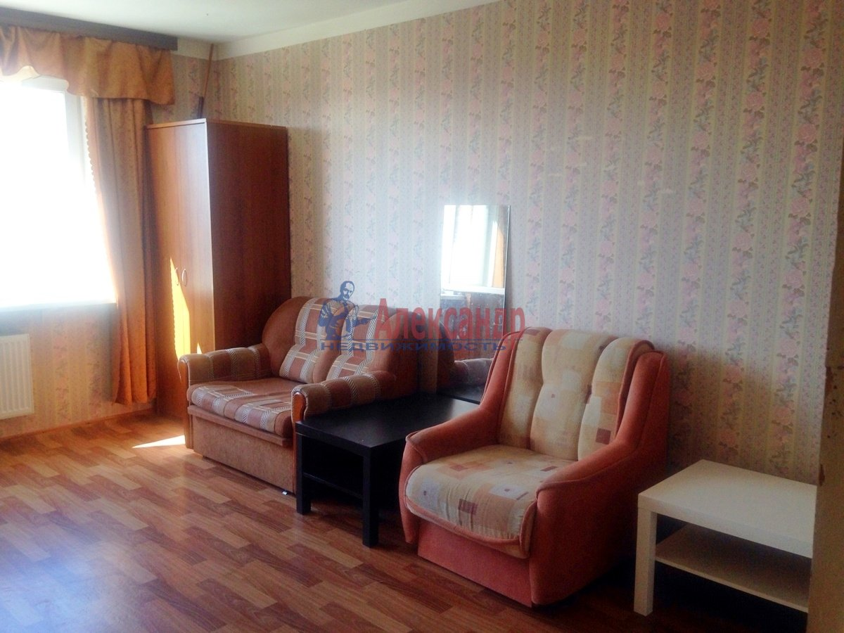 2-комнатная квартира (70м2) в аренду по адресу Дунайский пр., 55— фото 1 из 6