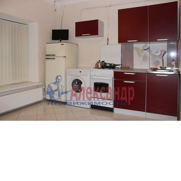 1-комнатная квартира (50м2) в аренду по адресу Ропшинская ул., 3— фото 3 из 6