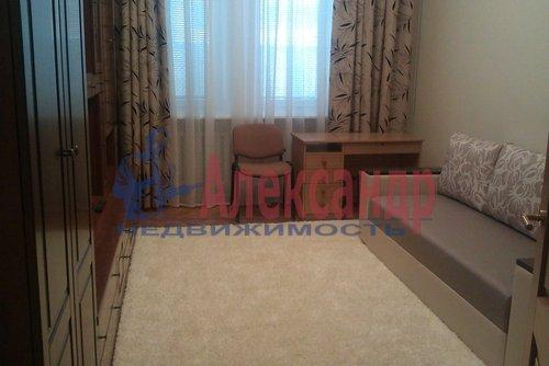 Комната в 2-комнатной квартире (58м2) в аренду по адресу Маяковского ул., 3— фото 1 из 4