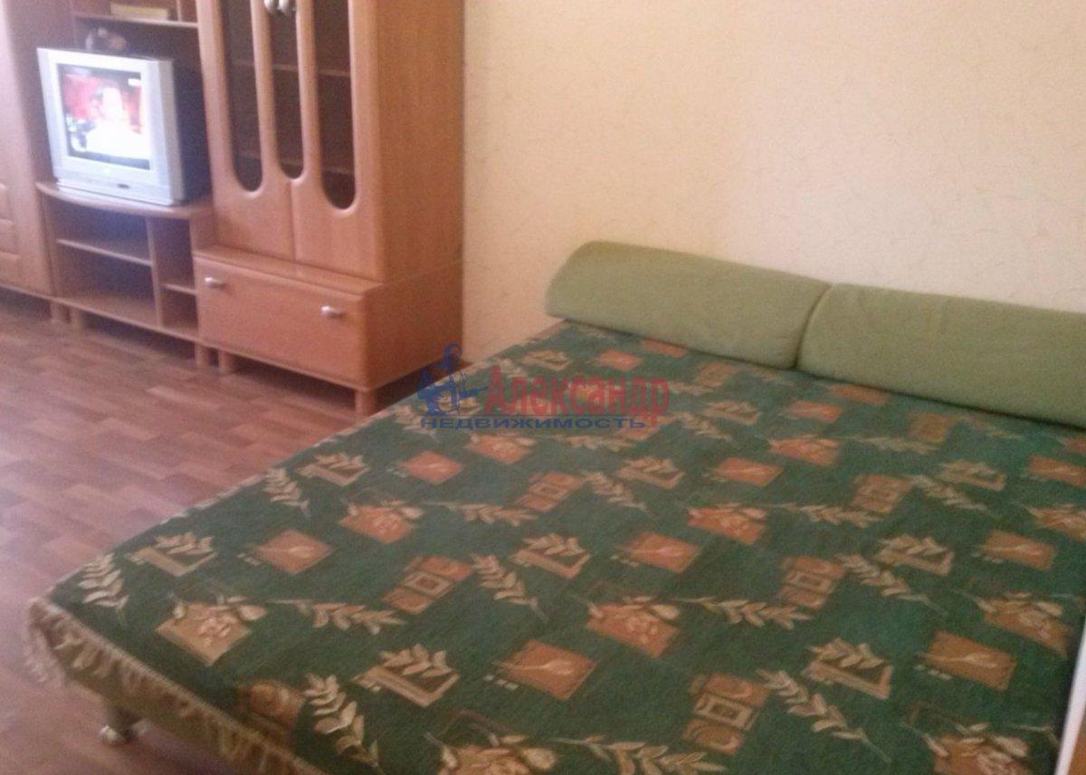 Комната в 3-комнатной квартире (89м2) в аренду по адресу Ленинский пр., 129— фото 1 из 5
