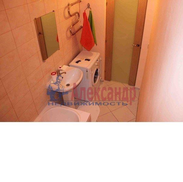 1-комнатная квартира (50м2) в аренду по адресу Ропшинская ул., 3— фото 4 из 6