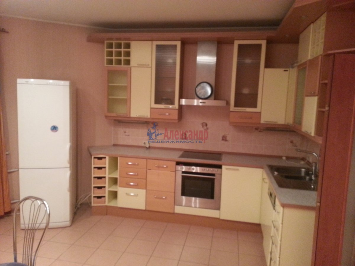 1-комнатная квартира (48м2) в аренду по адресу Ленсовета ул., 88— фото 3 из 18