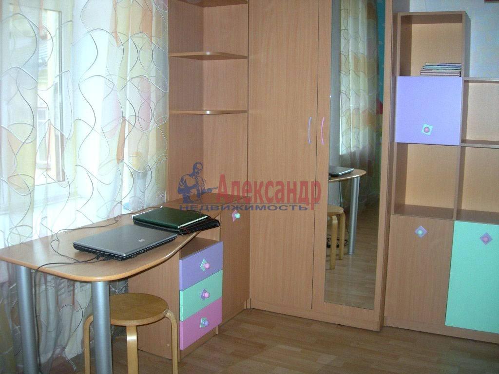 4-комнатная квартира (120м2) в аренду по адресу Суворовский пр.— фото 9 из 9
