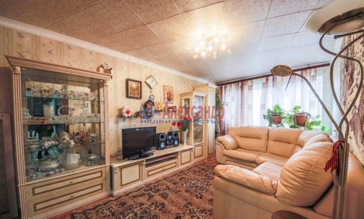 3-комнатная квартира (70м2) в аренду по адресу Композиторов ул., 24— фото 1 из 7