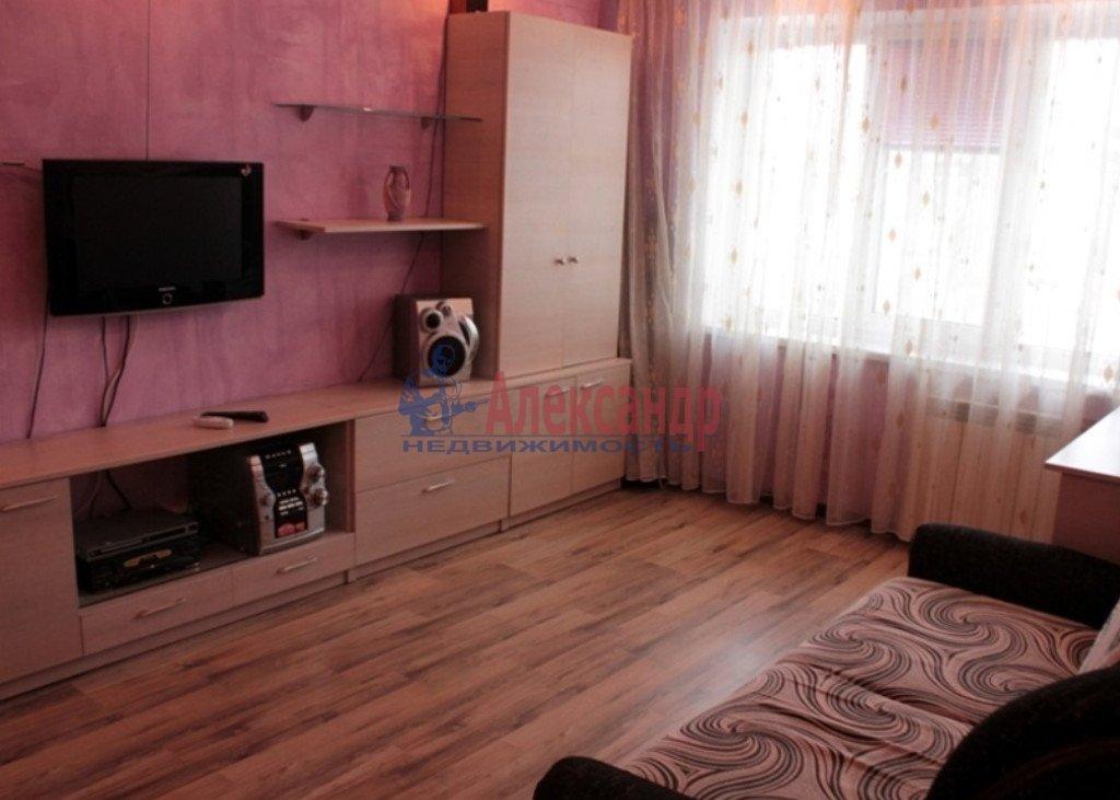 2-комнатная квартира (59м2) в аренду по адресу Среднеохтинский пр., 55— фото 1 из 4