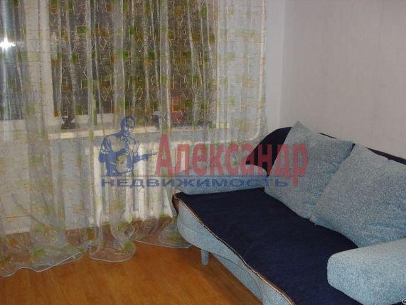 Комната в 3-комнатной квартире (60м2) в аренду по адресу Хлопина ул., 7— фото 1 из 3