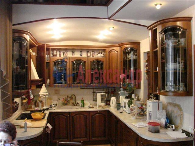 2-комнатная квартира (140м2) в аренду по адресу Итальянская ул., 6— фото 4 из 7