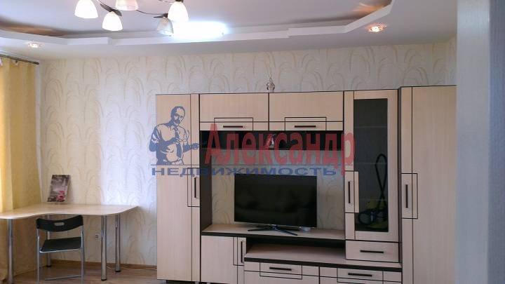 1-комнатная квартира (42м2) в аренду по адресу Коломяжский пр., 26— фото 1 из 7