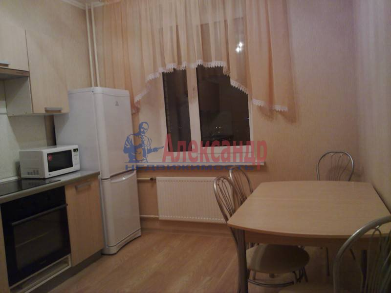 1-комнатная квартира (42м2) в аренду по адресу Комендантский пр.— фото 1 из 5