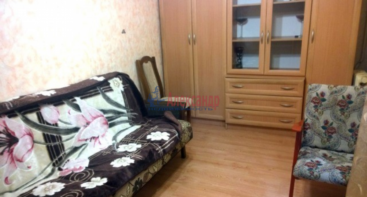 Комната в 3-комнатной квартире (54м2) в аренду по адресу Пилотов ул., 16— фото 1 из 4
