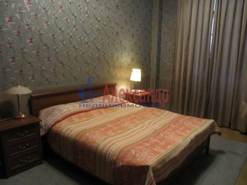 4-комнатная квартира (120м2) в аренду по адресу Университетская наб.— фото 4 из 5