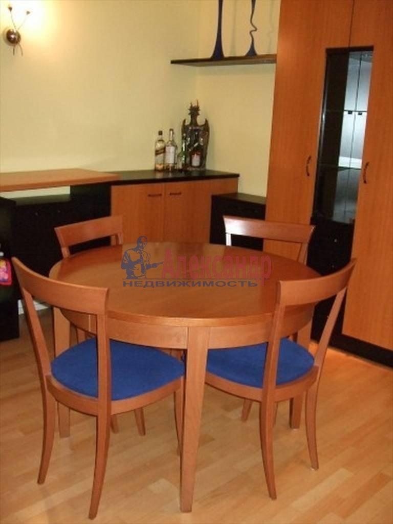 4-комнатная квартира (80м2) в аренду по адресу Полтавская ул., 8— фото 7 из 14