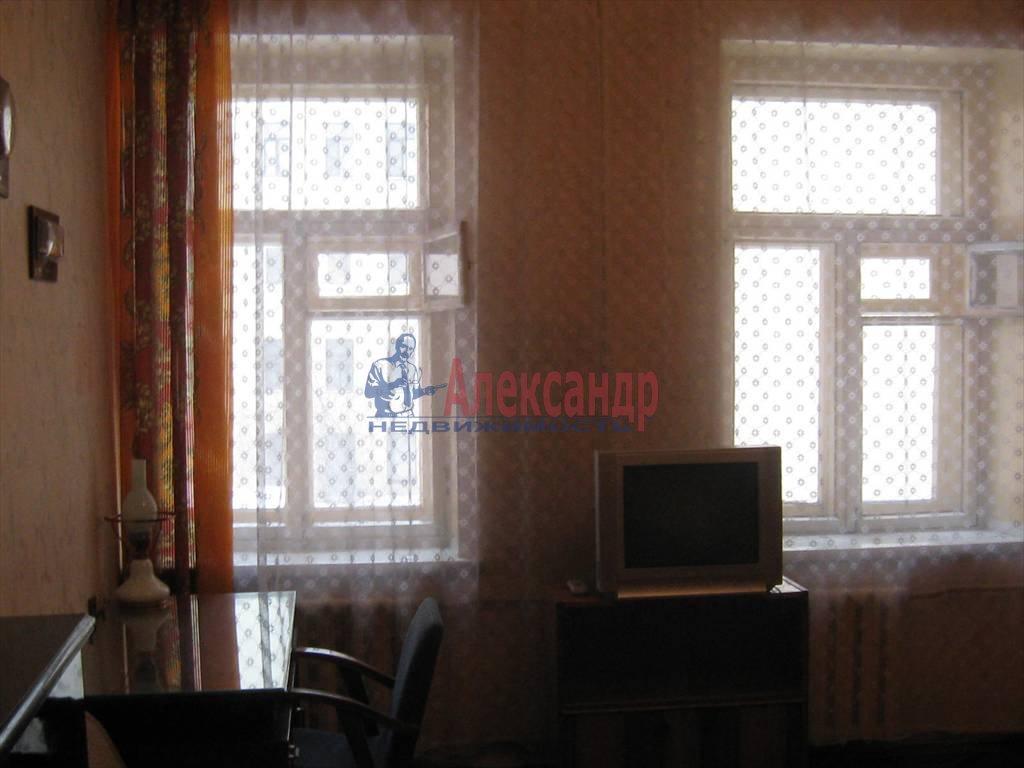 2-комнатная квартира (60м2) в аренду по адресу Кирочная ул., 46— фото 1 из 5