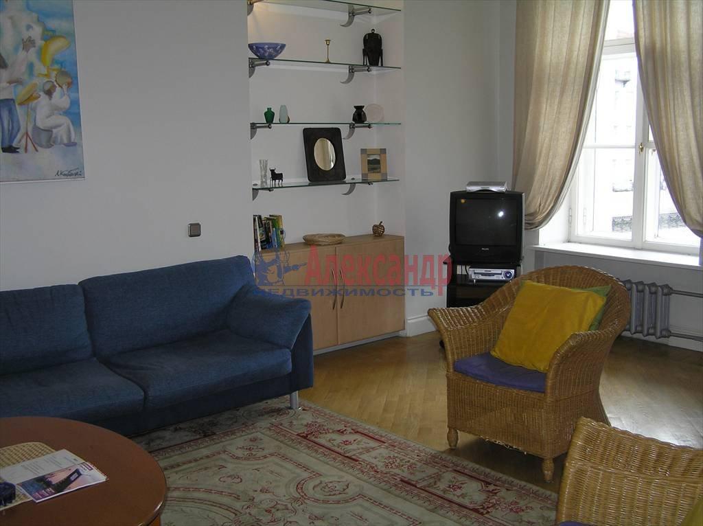 2-комнатная квартира (60м2) в аренду по адресу Реки Мойки наб., 6— фото 1 из 4
