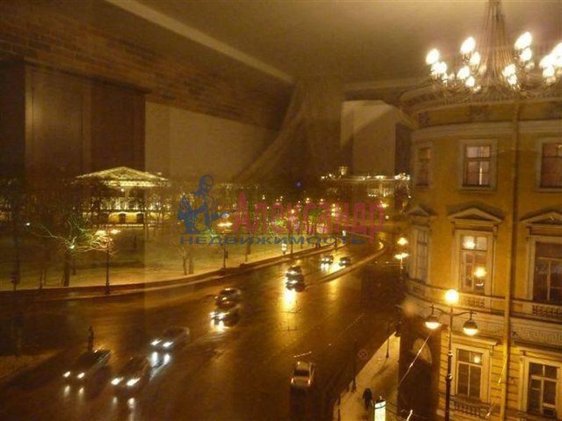 1-комнатная квартира (80м2) в аренду по адресу Невский пр., 1— фото 2 из 2