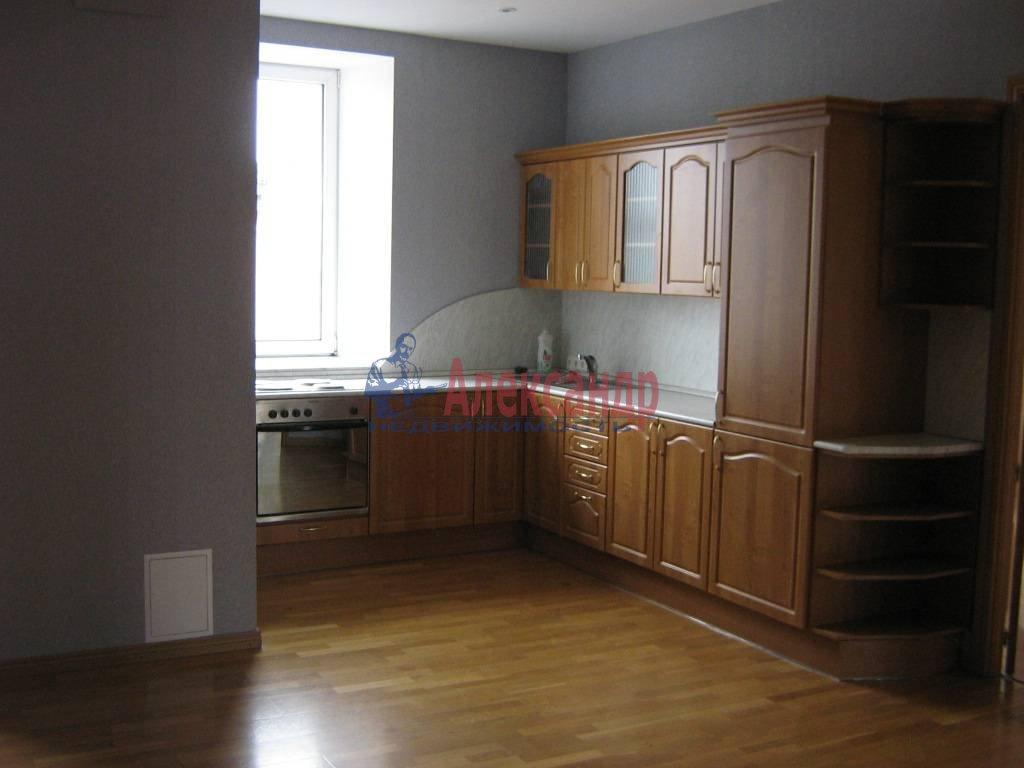4-комнатная квартира (110м2) в аренду по адресу Суворовский пр., 51— фото 1 из 5