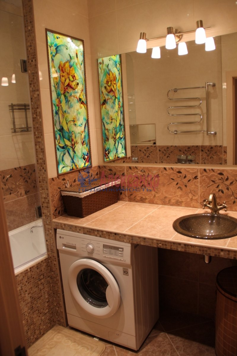 3-комнатная квартира (90м2) в аренду по адресу Моисеенко ул., 8Б— фото 2 из 7