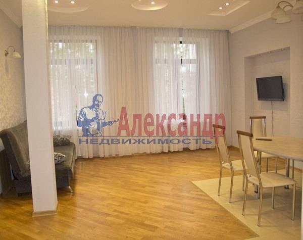 2-комнатная квартира (75м2) в аренду по адресу Кирочная ул., 8— фото 2 из 10