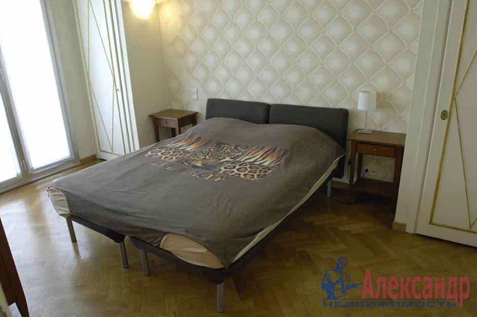 2-комнатная квартира (63м2) в аренду по адресу Белышева ул., 5— фото 2 из 3