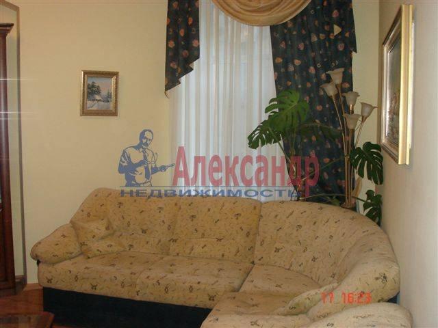 2-комнатная квартира (70м2) в аренду по адресу Каменноостровский пр., 35/75— фото 3 из 9