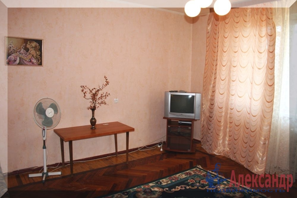 1-комнатная квартира (35м2) в аренду по адресу Юрия Гагарина просп., 26— фото 2 из 5