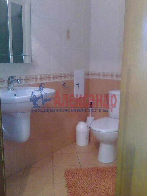 1-комнатная квартира (45м2) в аренду по адресу Композиторов ул., 18— фото 7 из 8