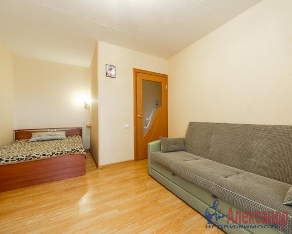1-комнатная квартира (50м2) в аренду по адресу Оптиков ул., 38— фото 1 из 4