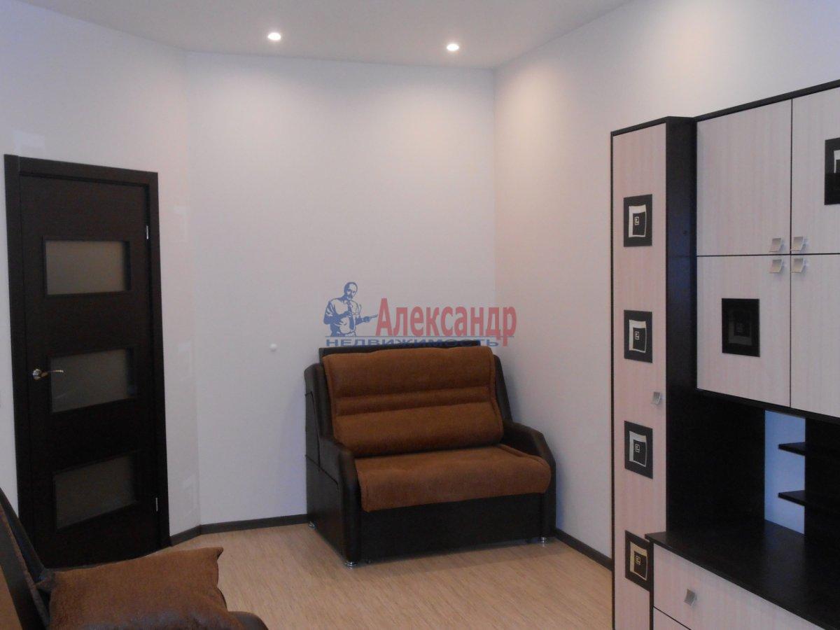 2-комнатная квартира (71м2) в аренду по адресу Учительская ул., 18— фото 2 из 12