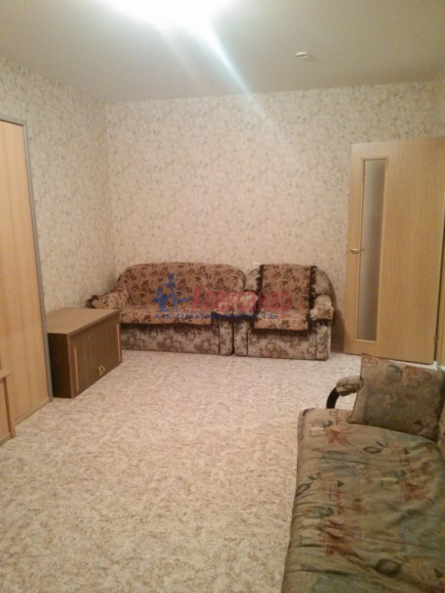 1-комнатная квартира (35м2) в аренду по адресу Орджоникидзе ул., 8— фото 1 из 2