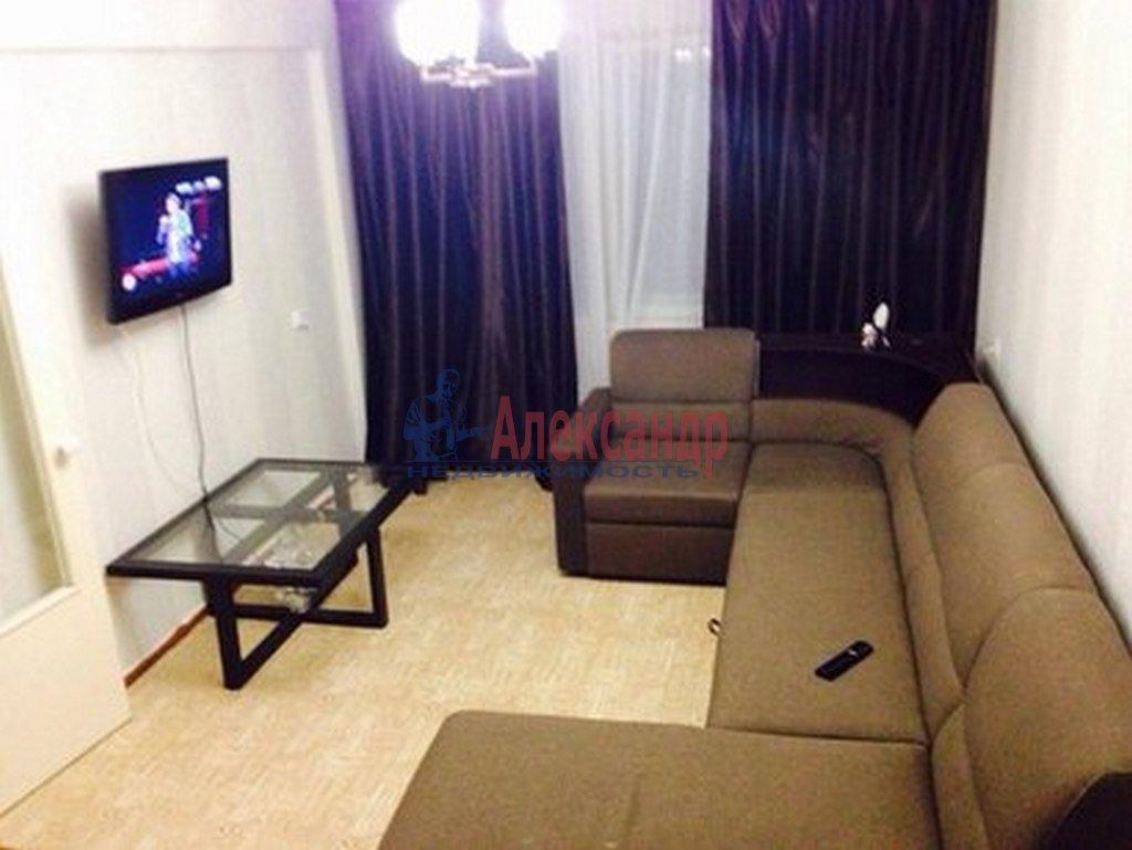 2-комнатная квартира (47м2) в аренду по адресу Кирочная ул., 22— фото 1 из 3