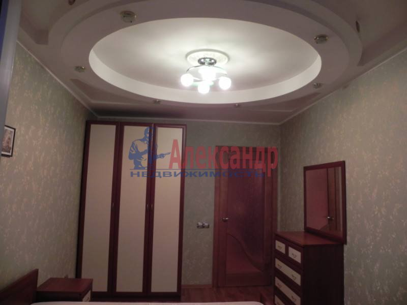 3-комнатная квартира (80м2) в аренду по адресу Звездная ул., 11— фото 15 из 17