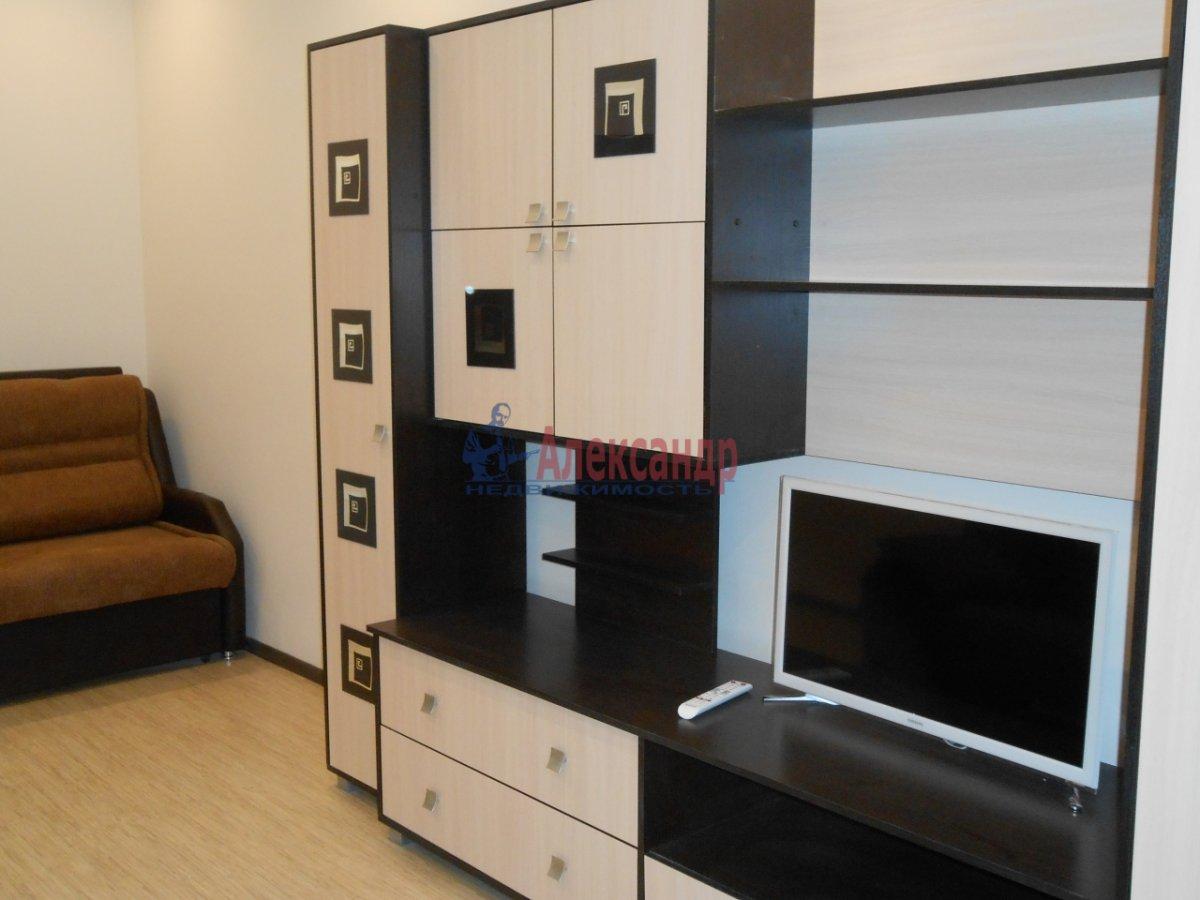 2-комнатная квартира (71м2) в аренду по адресу Учительская ул., 18— фото 3 из 12