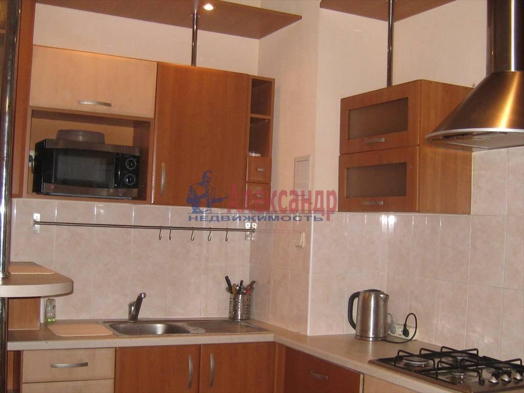2-комнатная квартира (53м2) в аренду по адресу Типанова ул., 8— фото 3 из 8