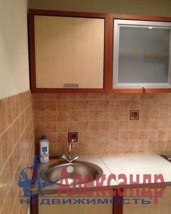 Комната в 3-комнатной квартире (65м2) в аренду по адресу Канала Грибоедова наб., 39— фото 2 из 3