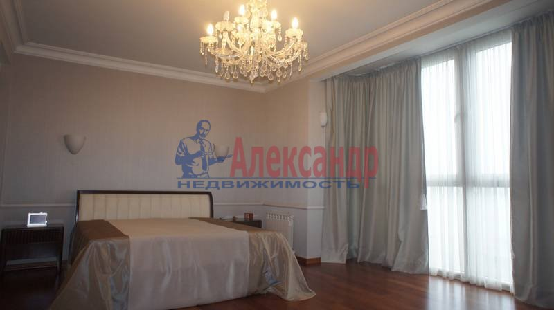 3-комнатная квартира (200м2) в аренду по адресу Капитанская ул., 4— фото 1 из 14