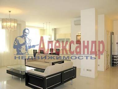 2-комнатная квартира (72м2) в аренду по адресу Юрия Гагарина просп., 77— фото 2 из 4