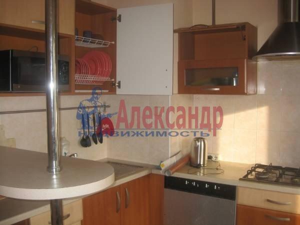 2-комнатная квартира (57м2) в аренду по адресу Типанова ул., 7— фото 3 из 4