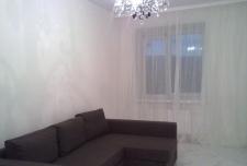 2-комнатная квартира (64м2) в аренду по адресу Есенина ул., 1— фото 2 из 5