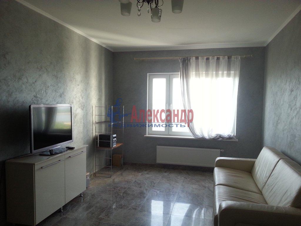 2-комнатная квартира (71м2) в аренду по адресу Бассейная ул., 73— фото 1 из 9