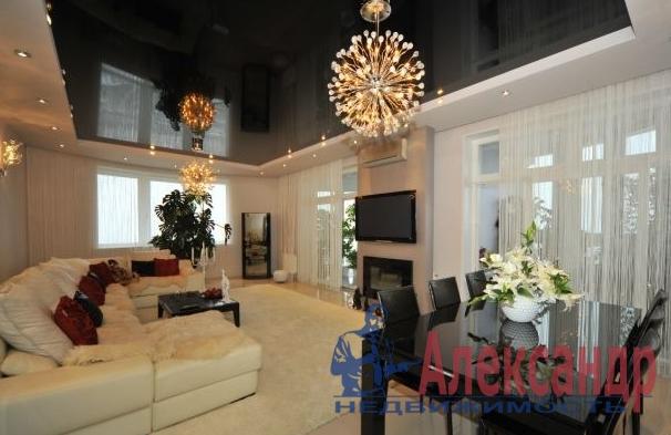 3-комнатная квартира (135м2) в аренду по адресу Оренбургская ул., 2— фото 1 из 4