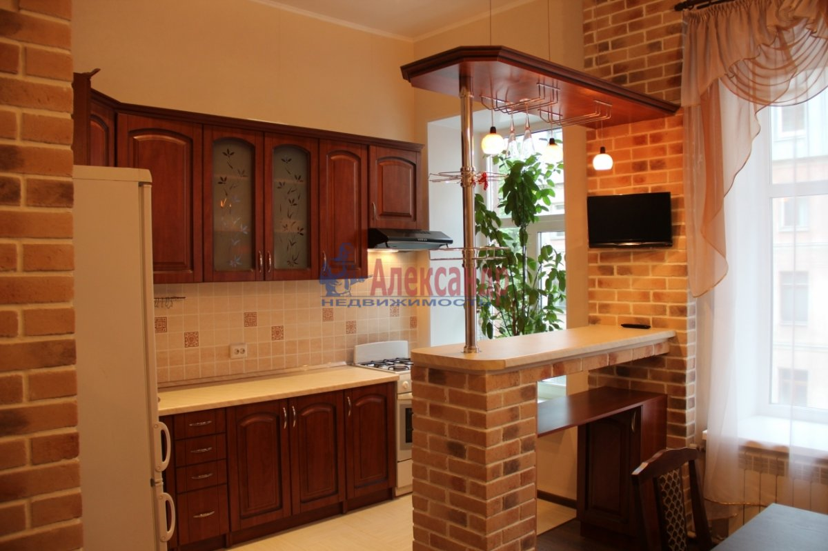 3-комнатная квартира (90м2) в аренду по адресу Моисеенко ул., 8Б— фото 1 из 7