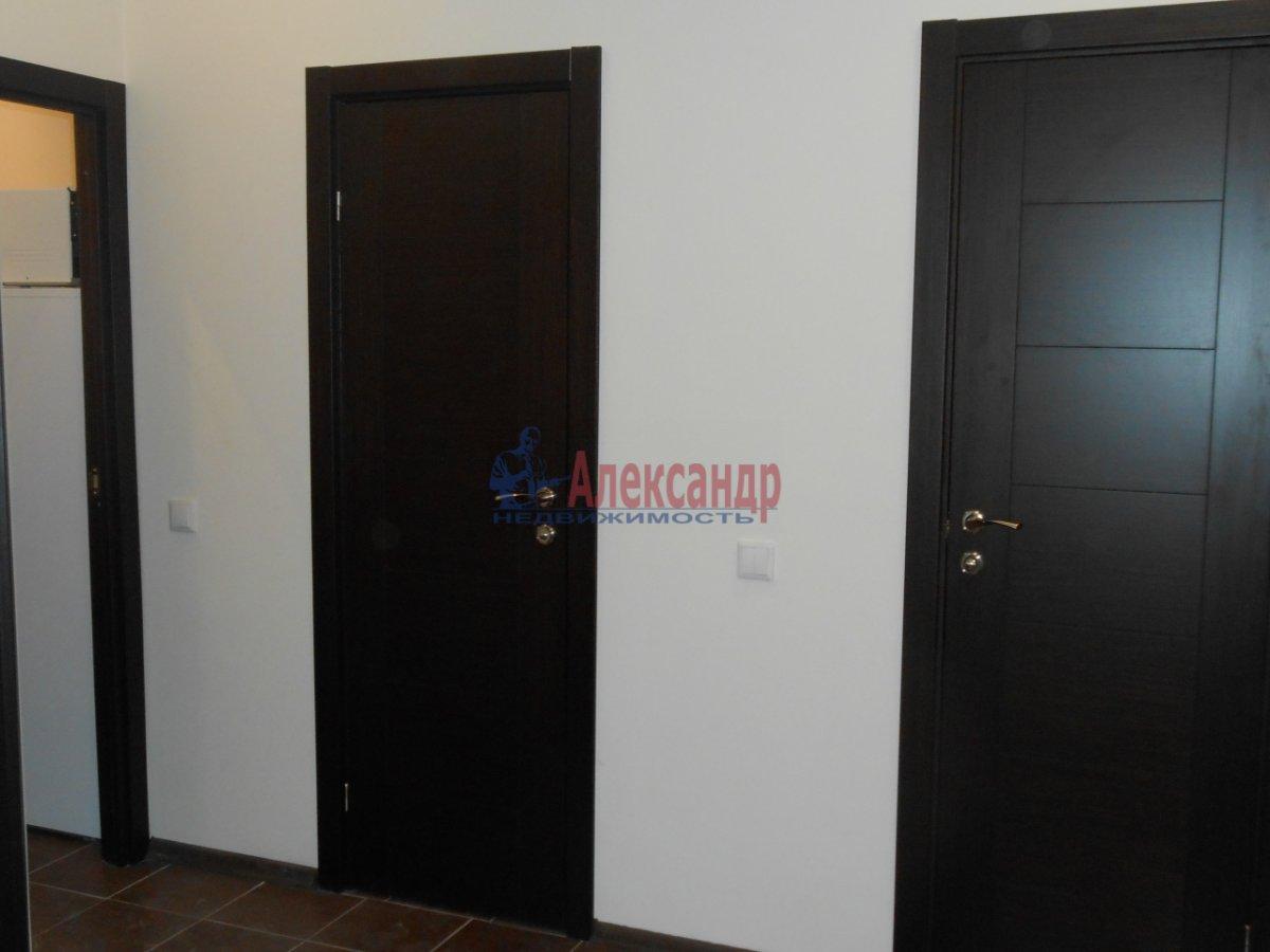 2-комнатная квартира (71м2) в аренду по адресу Учительская ул., 18— фото 8 из 12