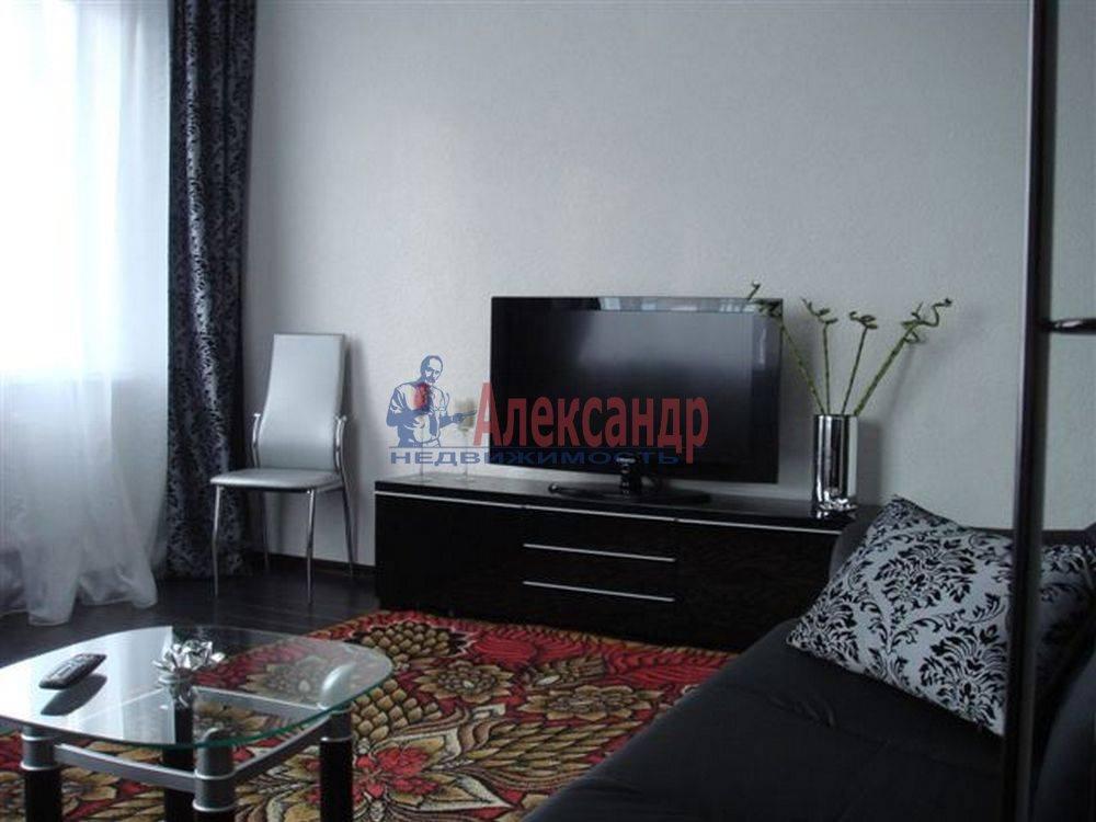 2-комнатная квартира (69м2) в аренду по адресу Сестрорецк г., Токарева ул.— фото 1 из 4