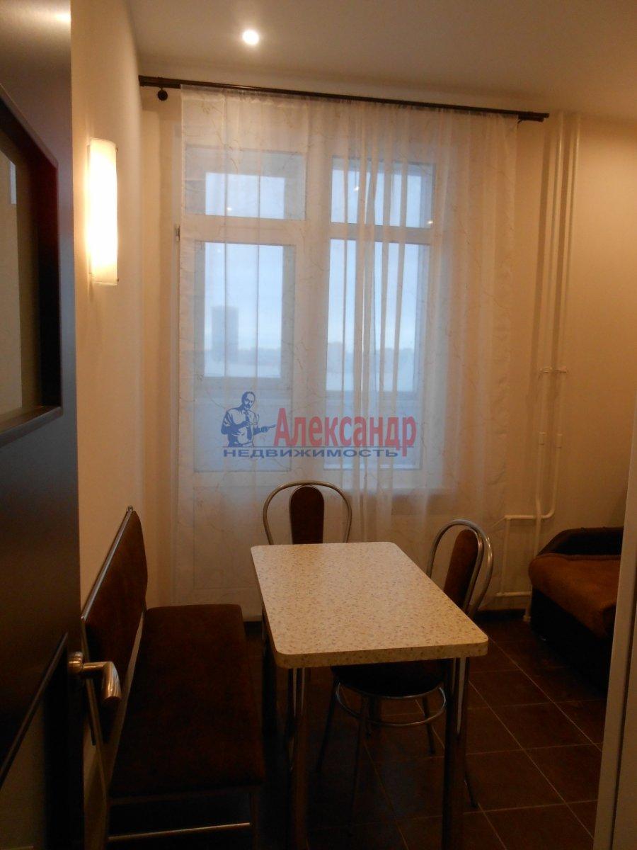 2-комнатная квартира (71м2) в аренду по адресу Учительская ул., 18— фото 9 из 12