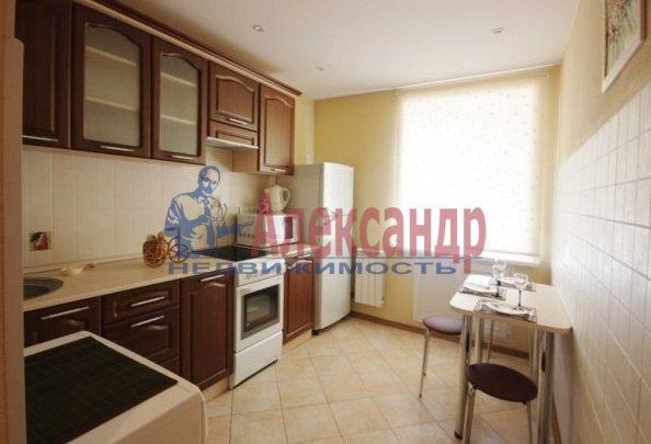 1-комнатная квартира (40м2) в аренду по адресу Учительская ул., 18— фото 1 из 4