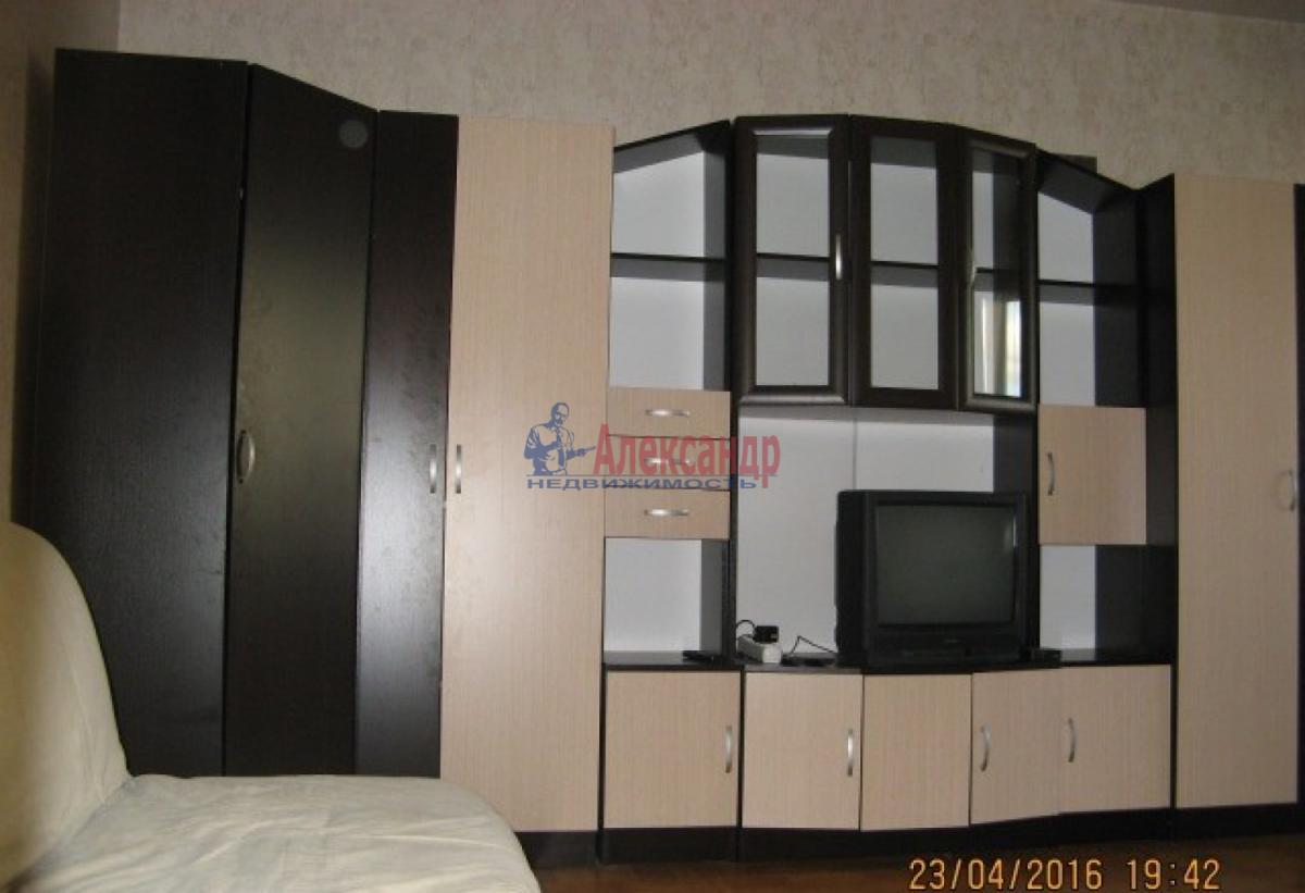 2-комнатная квартира (53м2) в аренду по адресу Наличная ул., 36— фото 1 из 7