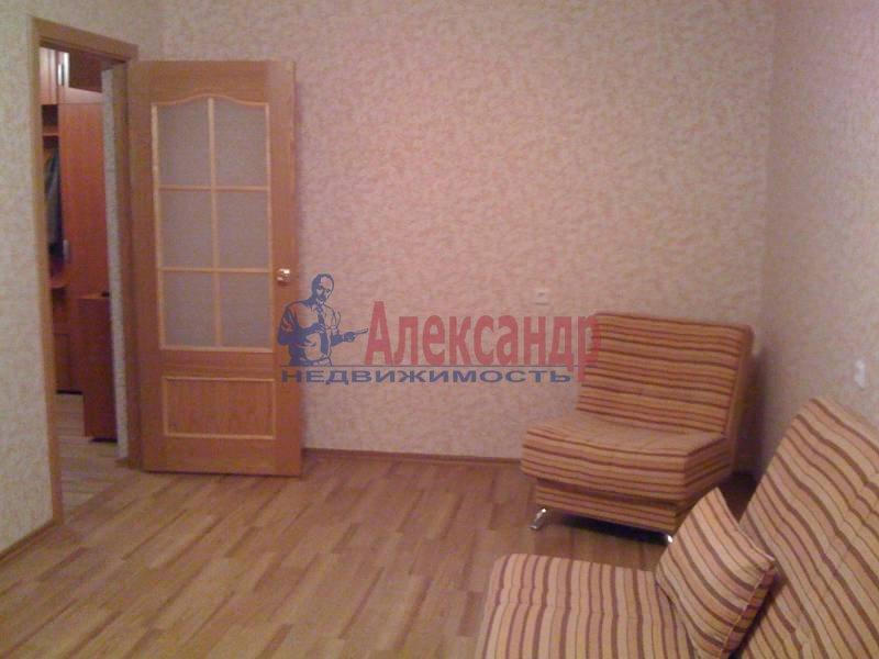 2-комнатная квартира (72м2) в аренду по адресу Космонавтов просп., 69— фото 2 из 5