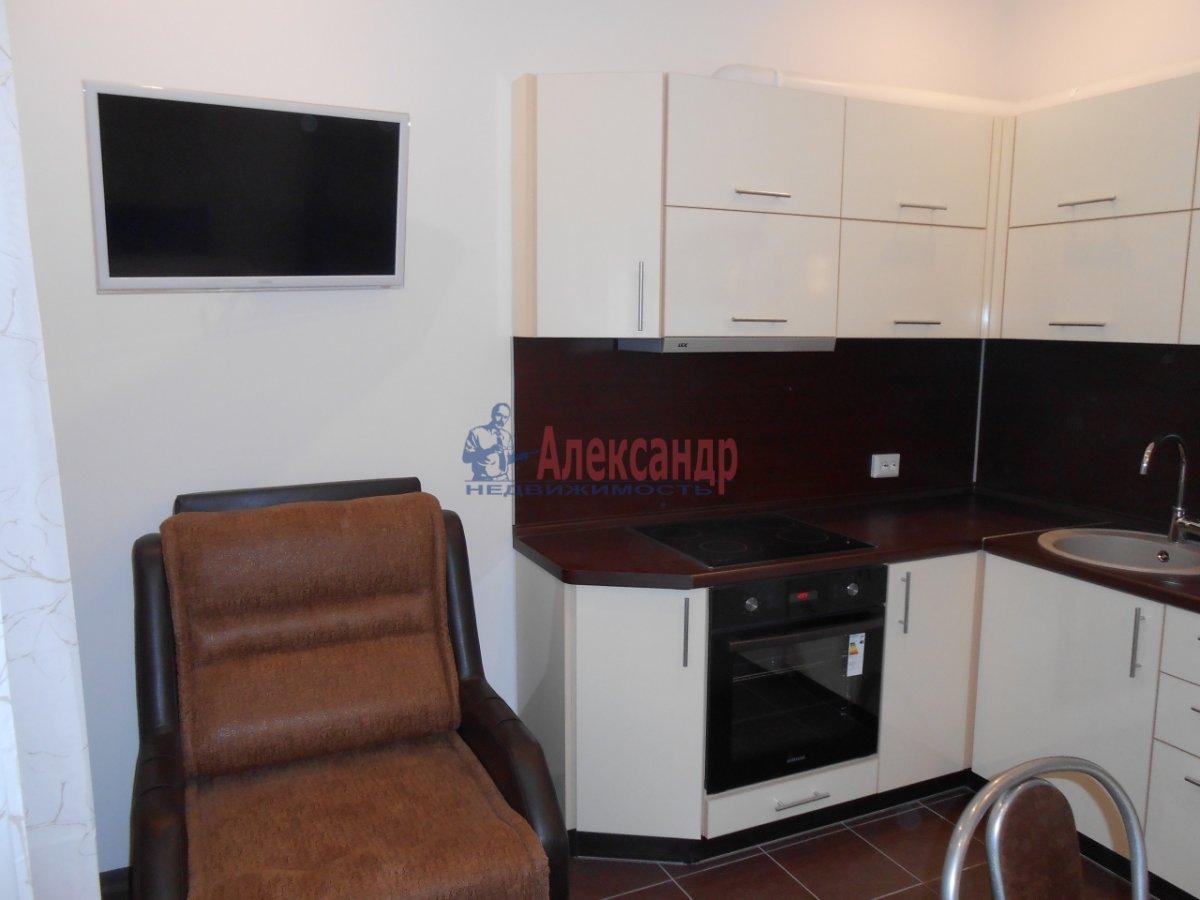 2-комнатная квартира (71м2) в аренду по адресу Учительская ул., 18— фото 10 из 12