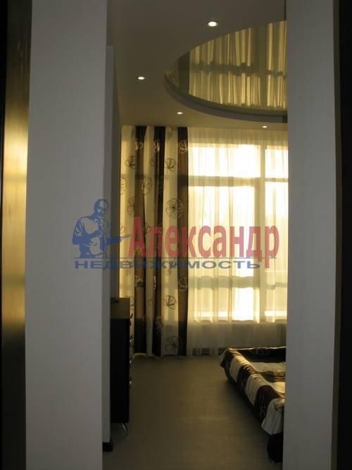 2-комнатная квартира (75м2) в аренду по адресу Новгородская ул., 23— фото 2 из 16